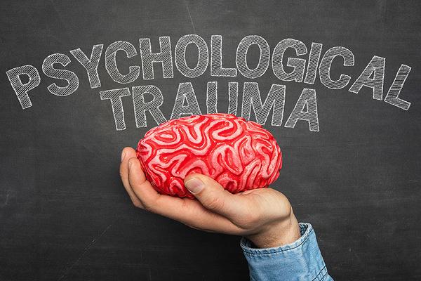 Πως καθορίζει το τραύμα τη ψυχολογία μας και πώς ξεπερνιέται;